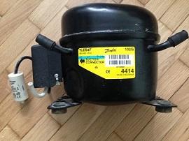 motor Danfoss TLES4F dlya holodilnika Hotpoint-Ariston MBA2185L